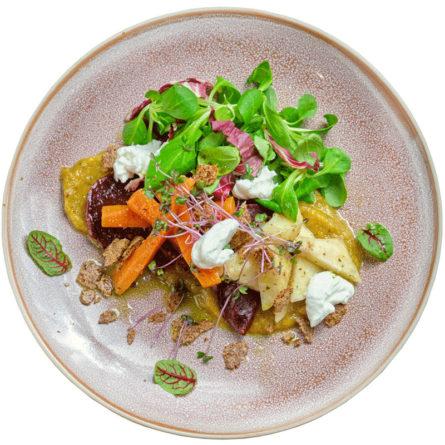 Салат з коренеплодів конфі та сиру шевре
